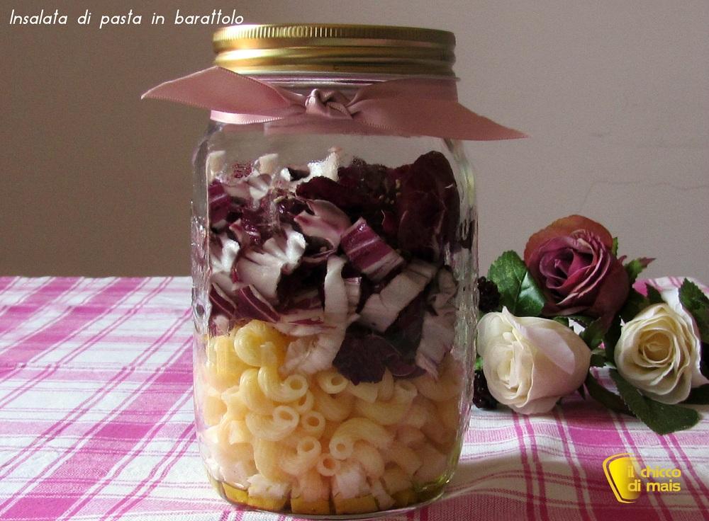 ricette per pasquetta Insalata di pasta in barattolo con radicchio e asiago ricetta il chicco di mais
