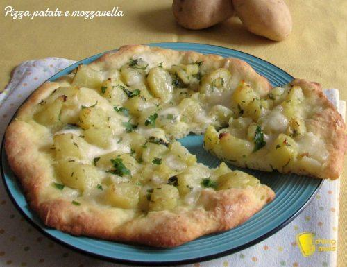 Pizza con patate e mozzarella (ricetta semplice)