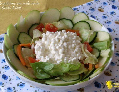 Insalatona con mela verde e fiocchi di latte