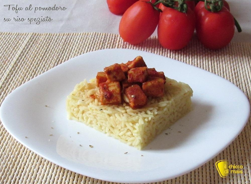 Tofu al pomodoro su riso speziato ricetta vegan il chicco di mais