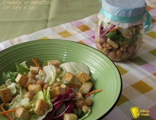 Insalata in barattolo con tofu e ceci, ricetta vegan