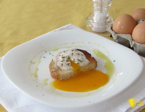 Uova in camicia al microonde, ricetta veloce
