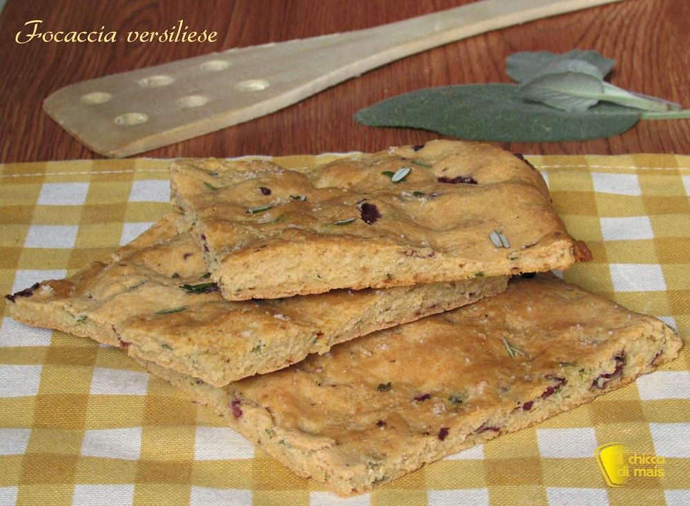 focaccia versiliese ricetta focaccia con olive e erbe toscana il chicco di mais