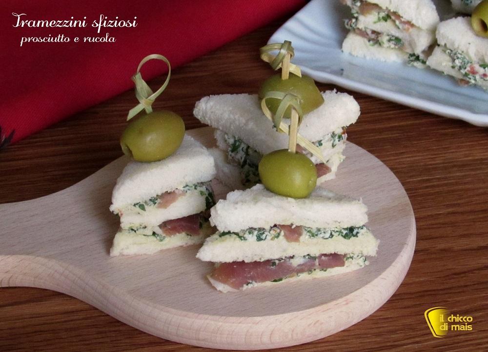 antipasti di natale tramezzini sfiziosi fingerfood con prosciutto e formaggio alla rucola ricetta antipasto veloce buffet il chicco di mais