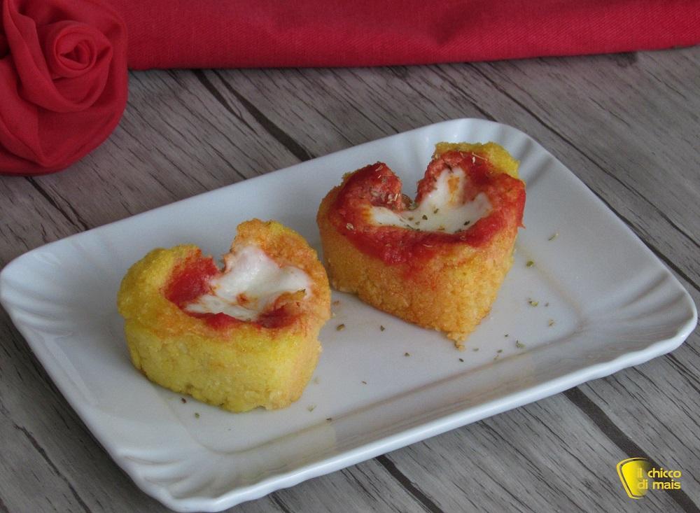 menu cena di san valentino cestini di polenta con pomodoro e mozzarella ricetta san valentino antipasto a cuore il chicco di mais