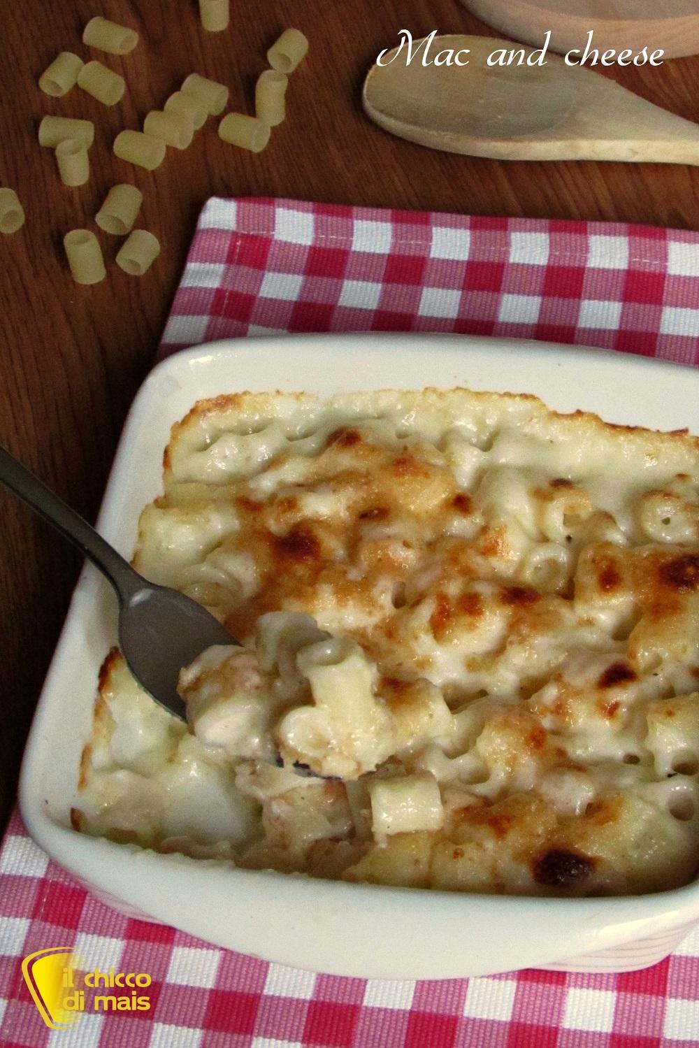 verticale_Mac and cheese macaroni and cheese maccheroni al formaggio ricetta americana il chicco di mais 1 fare la besciamella