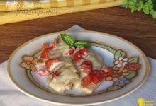 Pollo grigliato con formaggio e pomodorini
