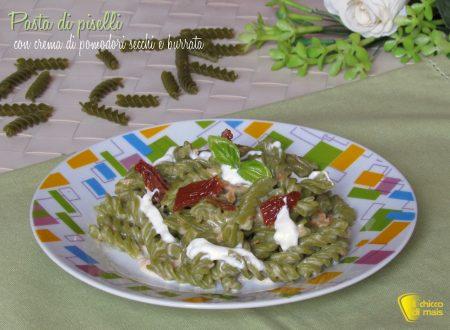 Pasta di piselli con crema di pomodori secchi e burrata