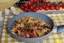 Pasta con pesce spada, melanzane e mollica