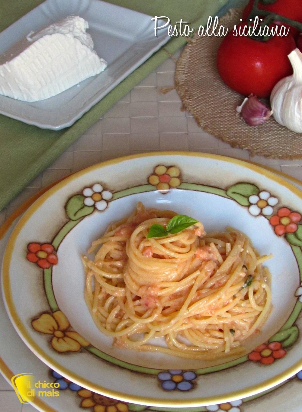 verticale_pasta con pesto alla siciliana con ricotta ricetta facile estiva il chicco di mais
