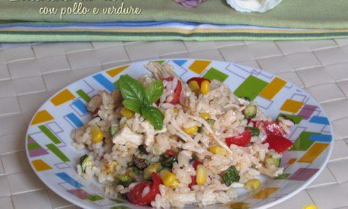 Insalata di riso con pollo e verdure