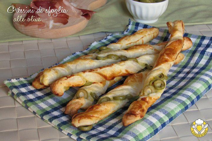 grissini di sfoglia alle olive ricetta stuzzichino veloce e facile il chicco di mais