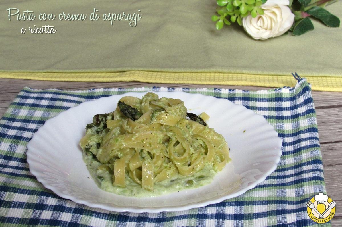 ricette con asparagi Pasta con crema di asparagi e ricotta ricetta veloce tagliatelle cremose con asparagi il chicco di mais