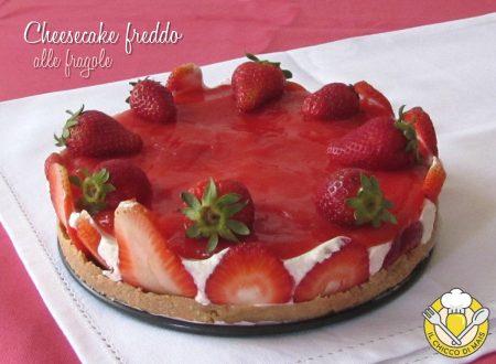 Cheesecake freddo alle fragole con copertura cremosa