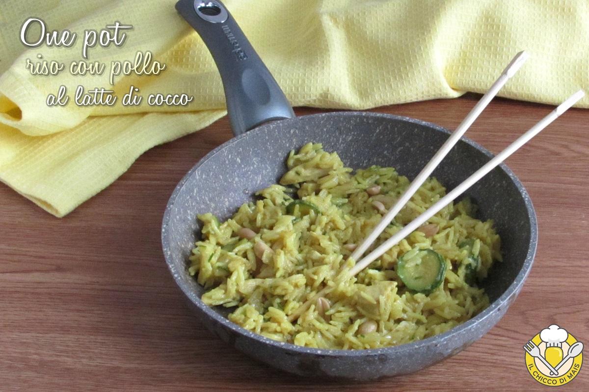 One pot riso con pollo al latte di cocco ricetta thai in un'unica padella il chicco di mais