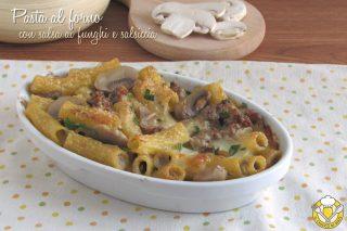 ricette con funghi Pasta al forno con salsa di funghi e salsiccia ricetta in bianco senza besciamella il chicco di mais