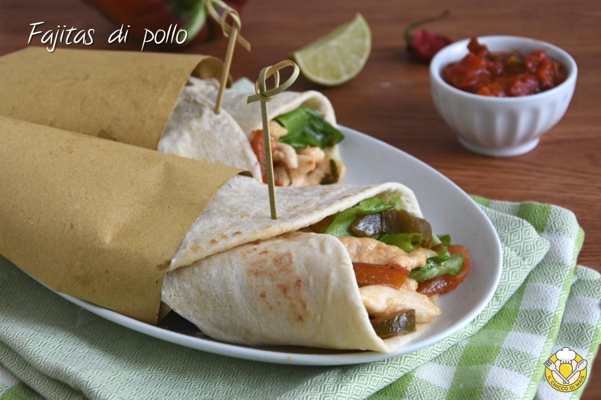 fajitas di pollo e verdure con tortillas ricetta messicana facile piadine arrotolate il chicco di mais