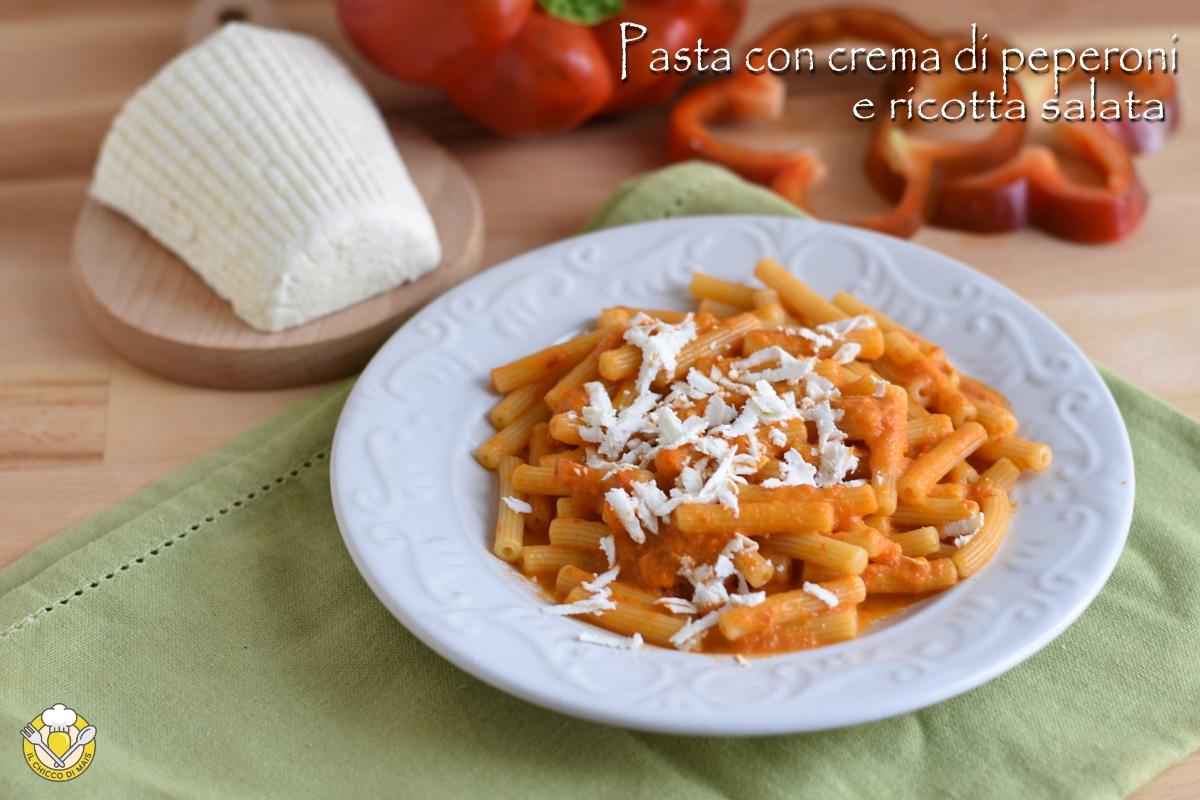 Pasta con crema di peperoni e ricotta salata dura grattugiata ricetta primo cremoso vegetariano il chicco di mais