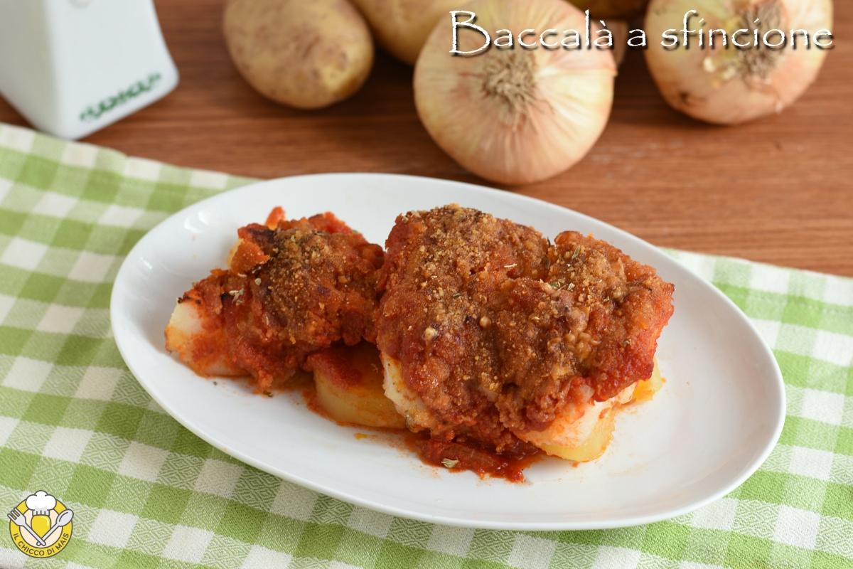 baccalà a sfincione al forno ricetta siciliana con pomodoro pangrattato e cipolle il chicco di mais