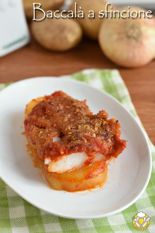 v_ baccalà a sfincione al forno ricetta siciliana con pomodoro pangrattato e cipolle il chicco di mais