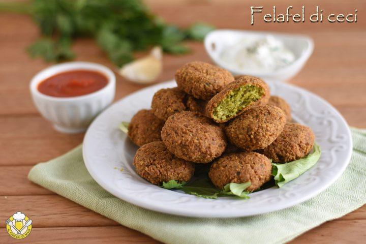 Falafel o felafel di ceci ricetta originale mediorientale e araba con ceci secchi crudi il chicco di mais