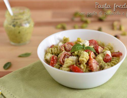 Pasta fredda con pesto di pistacchi, feta e pomodorini