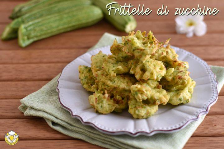 frittelle di zucchine grattugiate in pastella fritte a cucchiai ricetta facile e veloce il chicco di mais