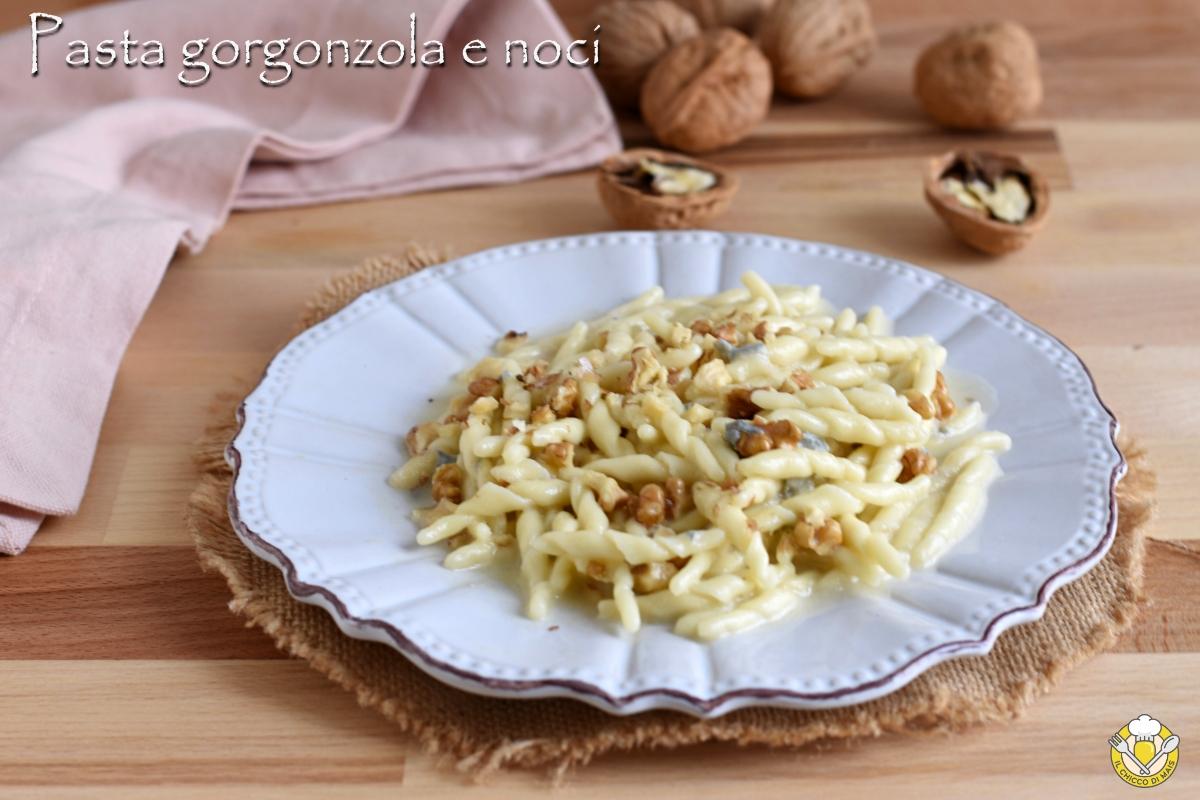 pasta gorgonzola e noci ricetta veloce e facile primo vegetariano con trofie il chicco di mais