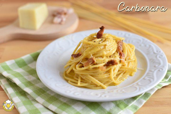 spaghetti alla carbonara cremosi ricetta originale romana con trucco per salsa all'uovo che non si rapprende il chicco di mais