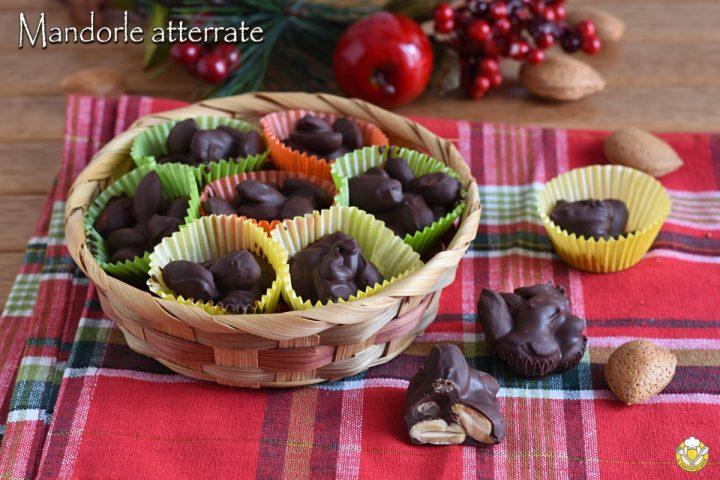mandorle atterrate ricoperte di cioccolato ricetta pugliese dolci di natale facili e veloci il chicco di mais