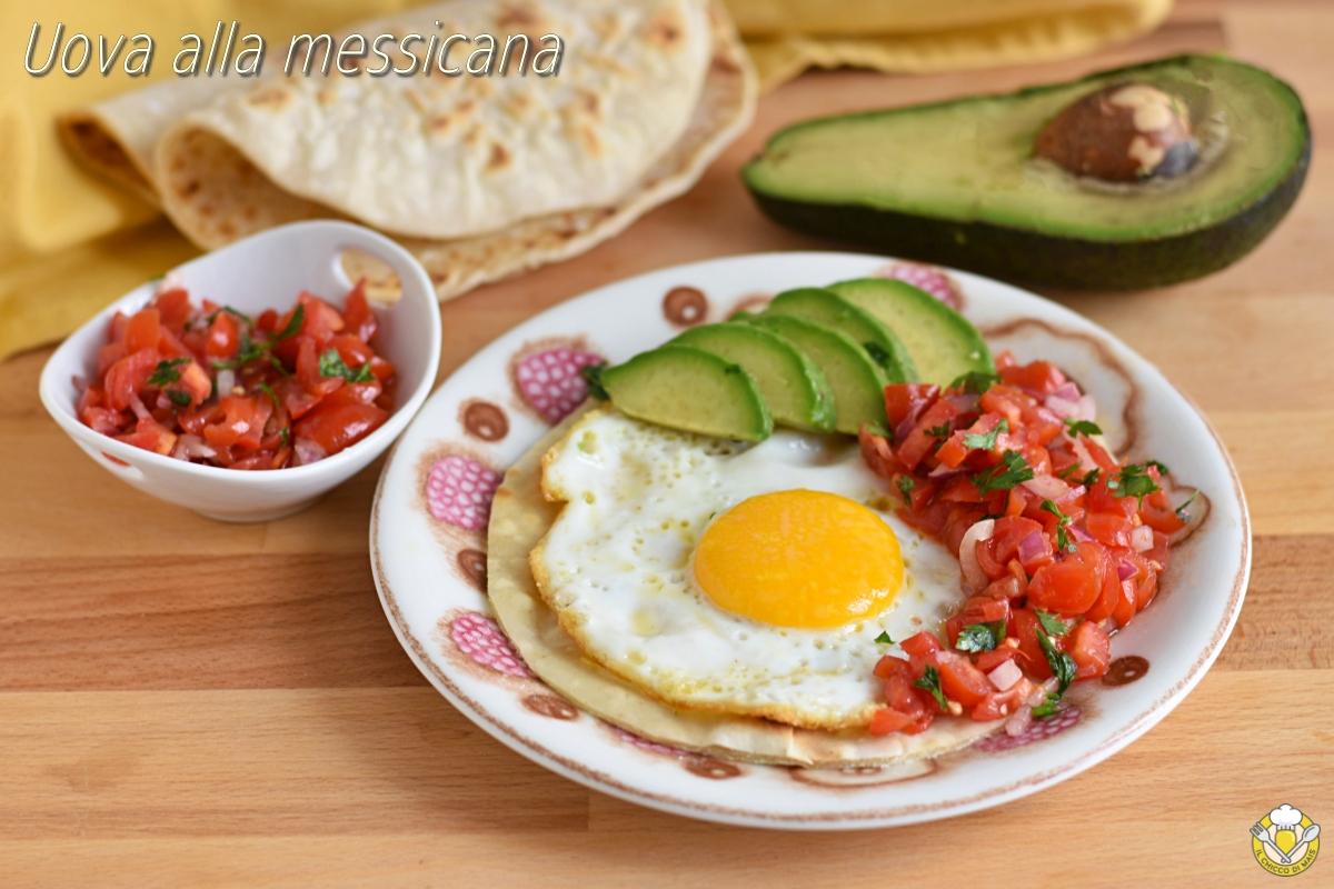 Uova alla messicana huevos rancheros ricetta colazione messicana con tortilla pomodori freschi e avocado il chicco di mais