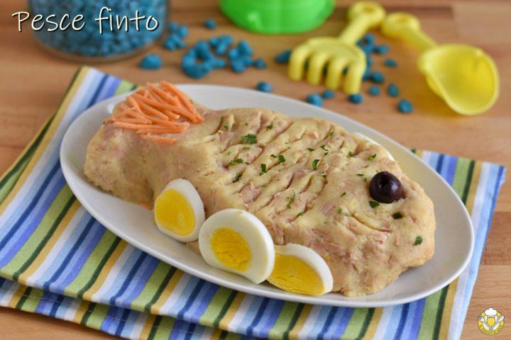 pesce finto di tonno e patate con maionese ricetta piatto freddo estivo decorato a forma di pesce il chicco di mais