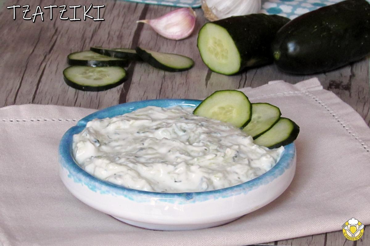 tzatziki salsa greca allo yogurt e cetrioli con poco aglio ricetta originale greca per pita e spiedini il chicco di mais