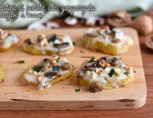 Crostini di patate con funghi, gorgonzola e noci