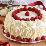 torta a strati farcita ai lamponi ricetta torta di compleanno facile senza glutine decorata con panna il chicco di mais