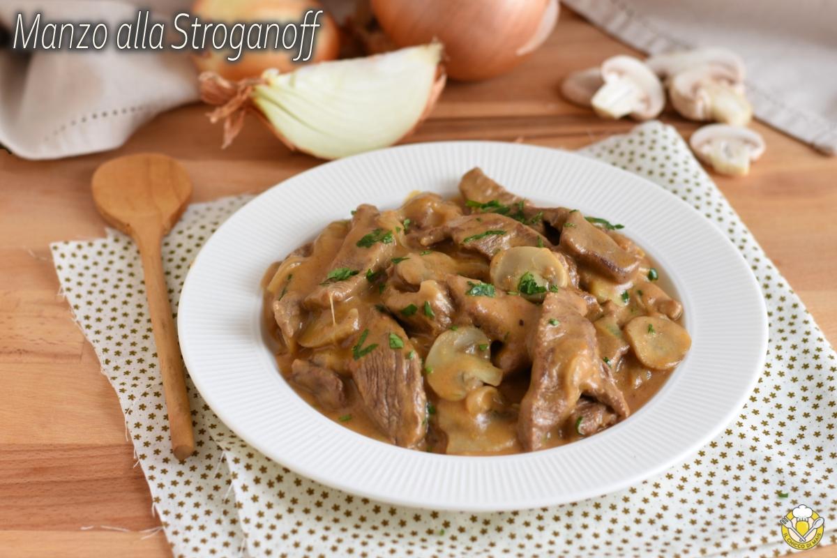 manzo alla stroganoff ricetta russa filetto alla strogonov con cipolle panna acida e funghi il chicco di mais