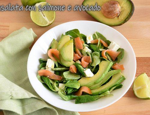 Insalata con salmone e avocado