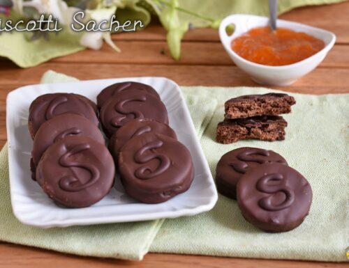 Biscotti Sacher con cioccolato e confettura