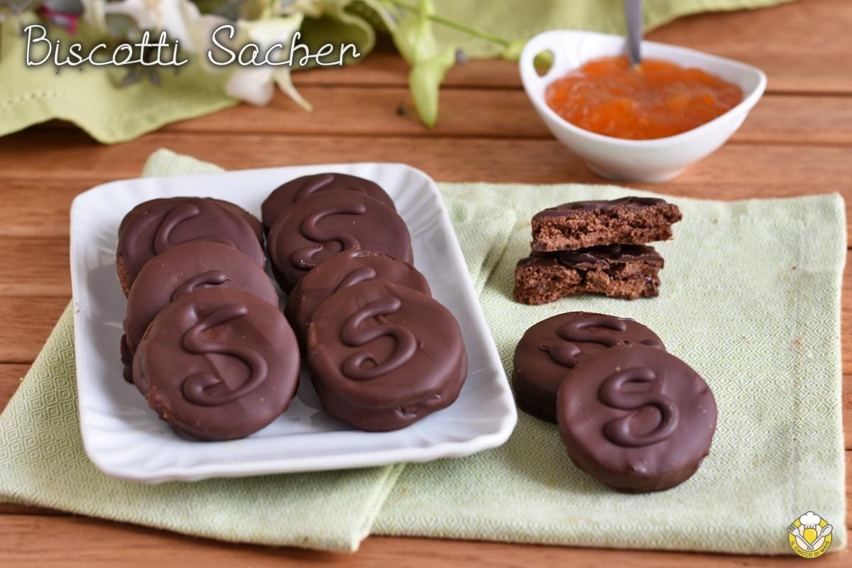 biscotti sacher ricetta biscotti al cacao farciti con marmellata e ricoperti di cioccolato il chicco di mais
