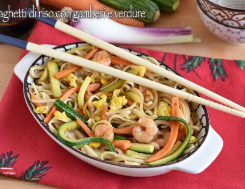 Spaghetti di riso con gamberi e verdure: ricetta cinese