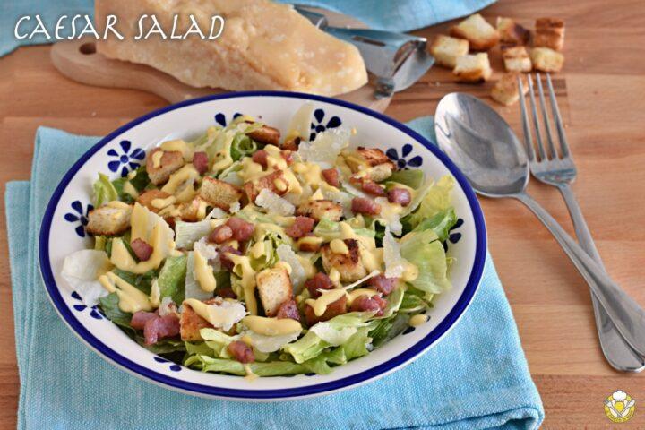 caesar salad ricetta originale americana con salsa caesar fatta in casa pancetta e parmigiano il chicco di mais