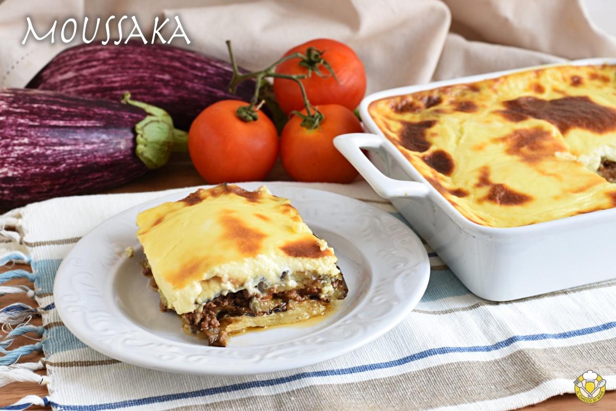 moussaka greca ricetta originale con patate e melanzane fritte e strato alto di besciamella il chicco di mais