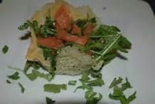 Cestini di parmigiano al salmone e rucola