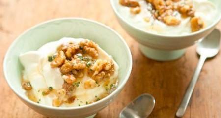 yogurt-greco-con-biscotti-e-miele