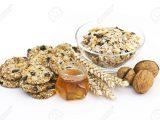 14302651-biscotti-di-cereali-muesli-miele-e-noci-Archivio-Fotografico
