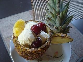 Ananas ripieno di panna
