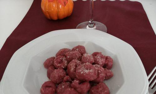Gnocchi di patate con la rapa rossa