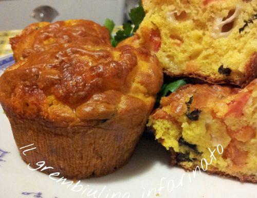 Muffin salati scamorza, olive nere e pomodorini.