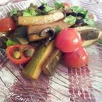 Zucchine capperi, olive e pomodorini.Contorno sfizioso