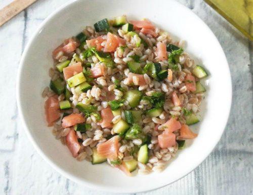 Farro con zucchine e salmone